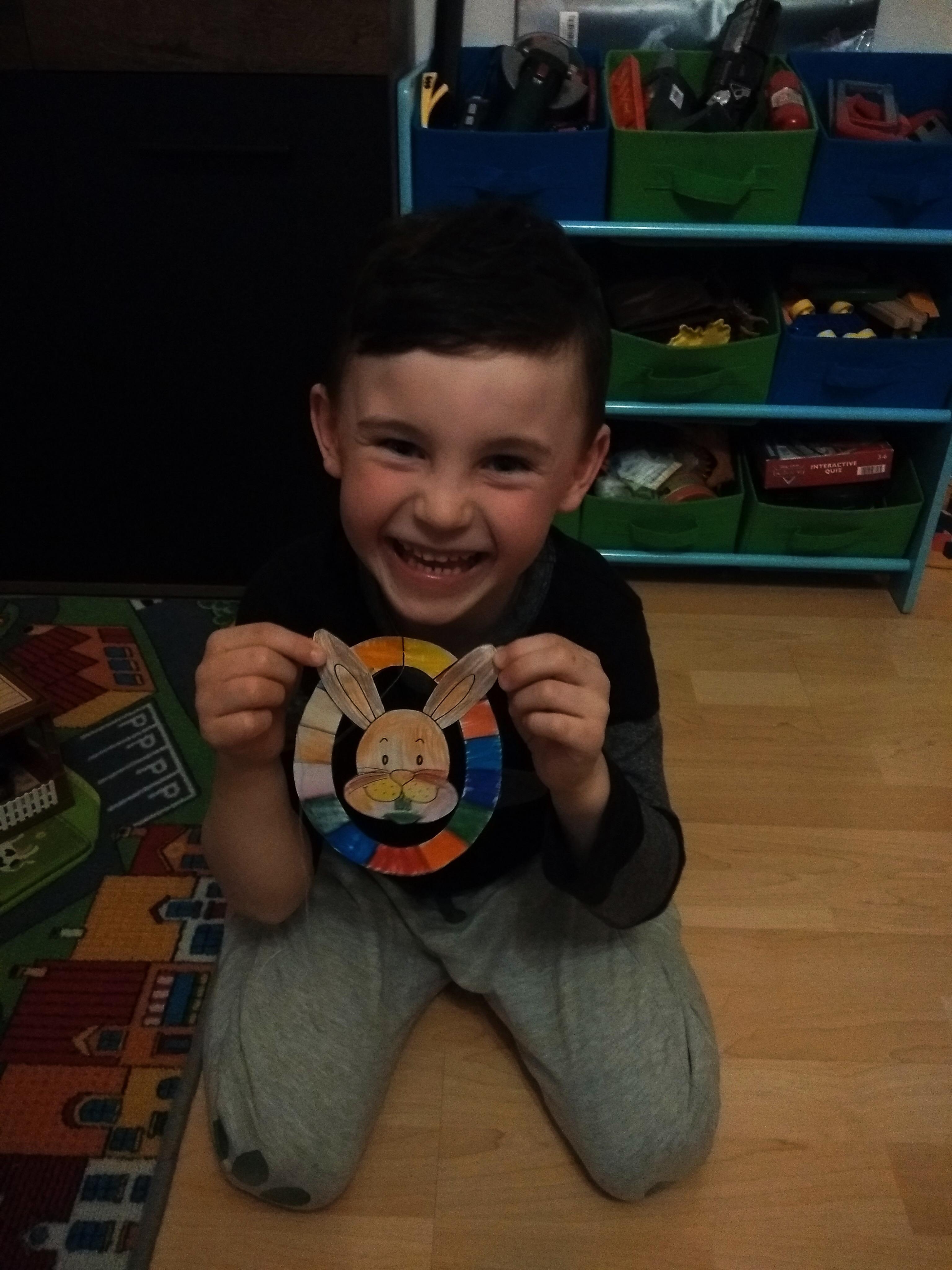 Veľmi sa tešíme, že aj usmievavý Tobiasko z triedy OBLÁČIKY v Bokši je usilovný ako včelička. Krásny zajko, Tobi