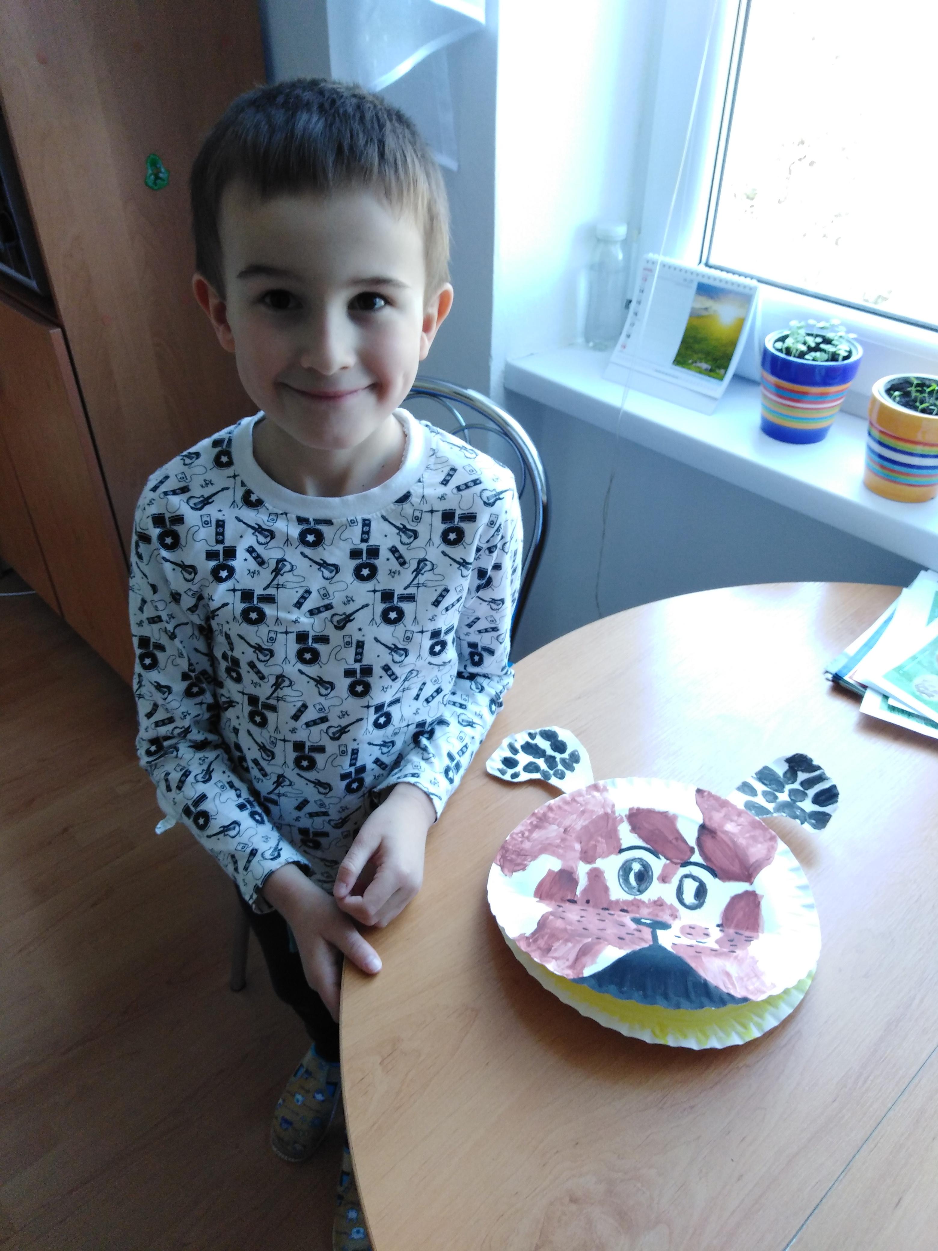 Predškolák Jakubko nám pravidelne posiela ako pracuje. Vyrobil si veľmi pekného psíka
