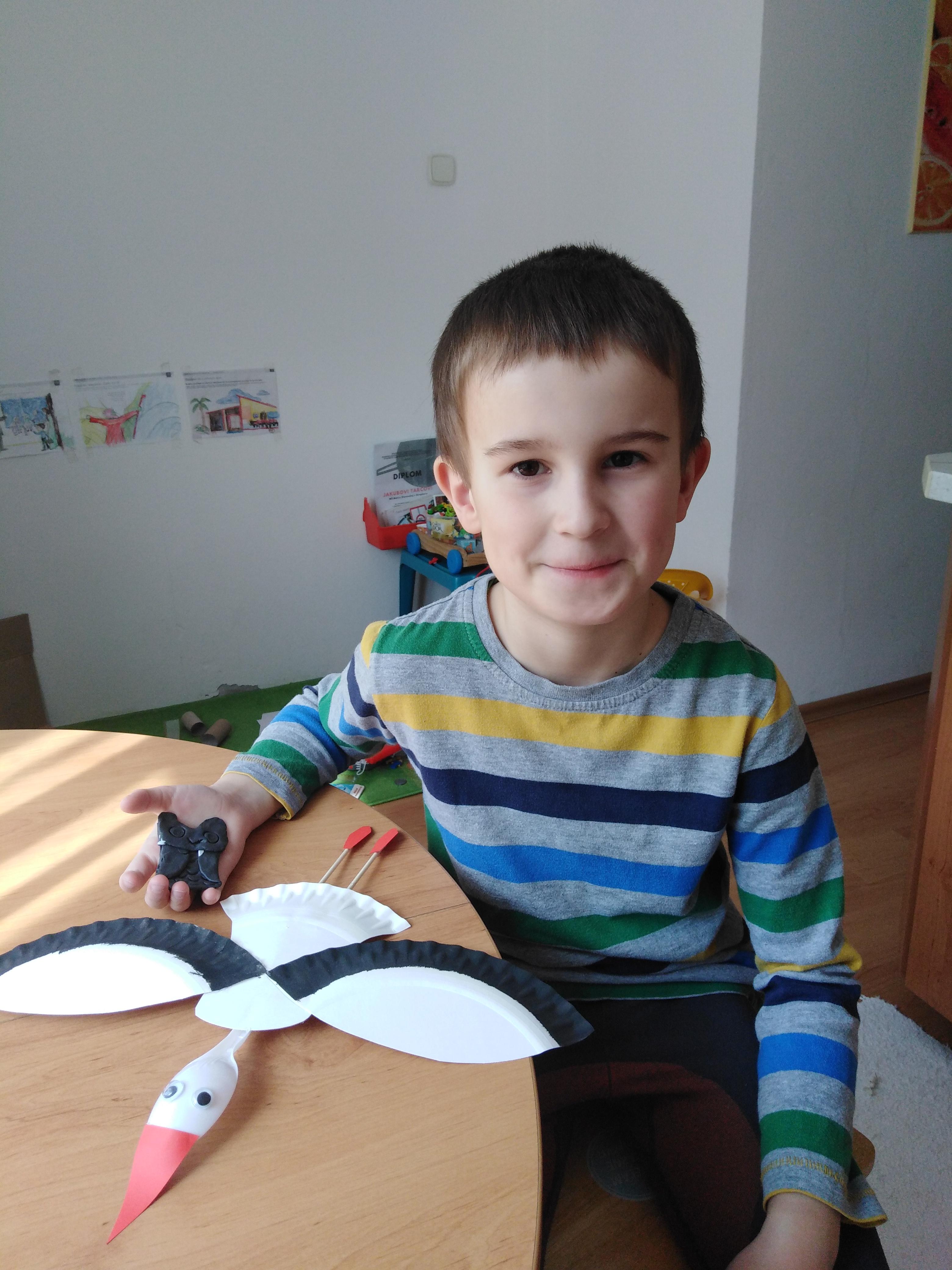 Predškolák Jakubko pravidelne prispieva fotkami ako pracuje. Palec hore, Jakubko :-)