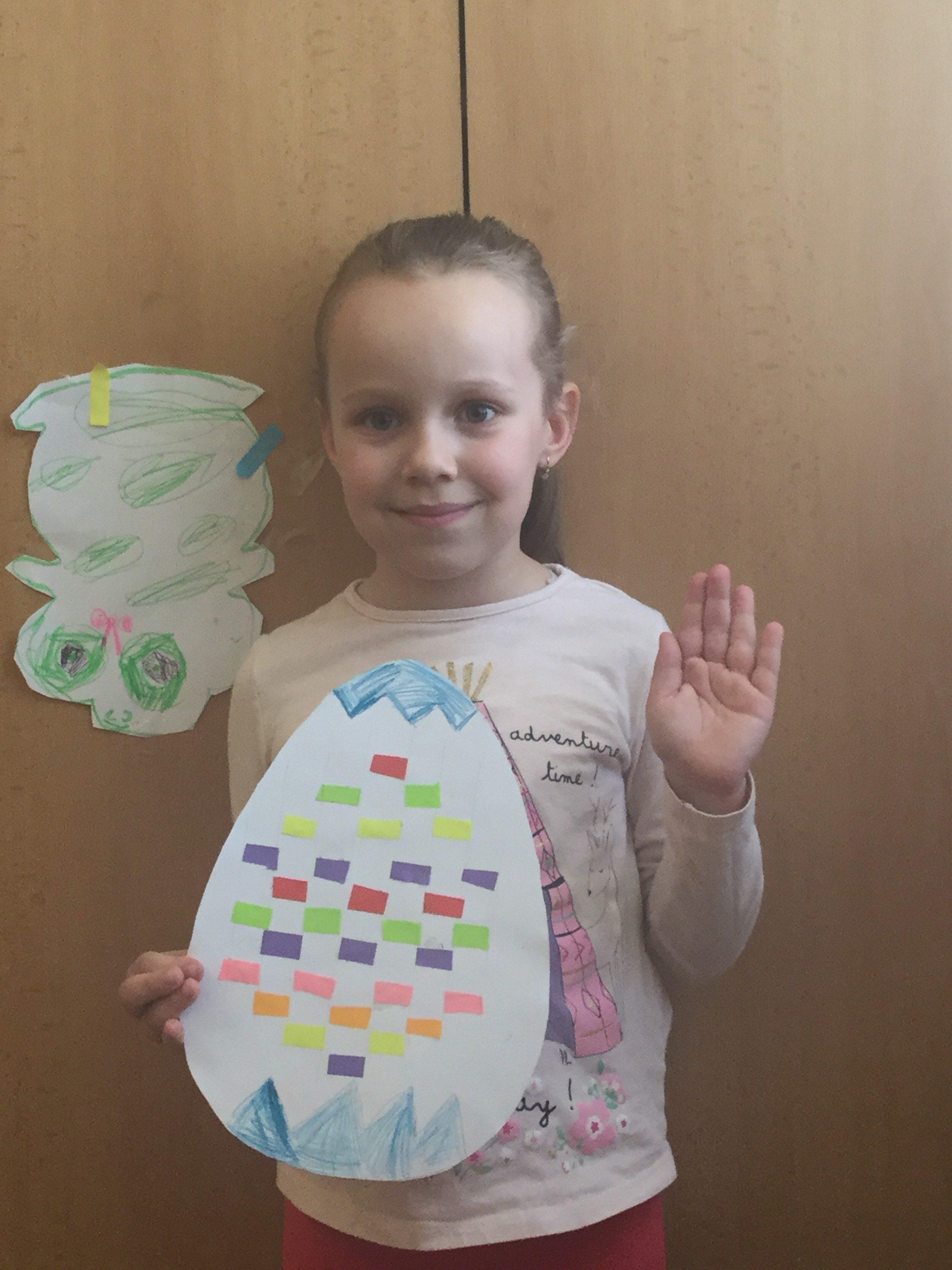 Šikovná predškoláčka Natálka si vyrobila krásnu veľkonočnú kraslicu