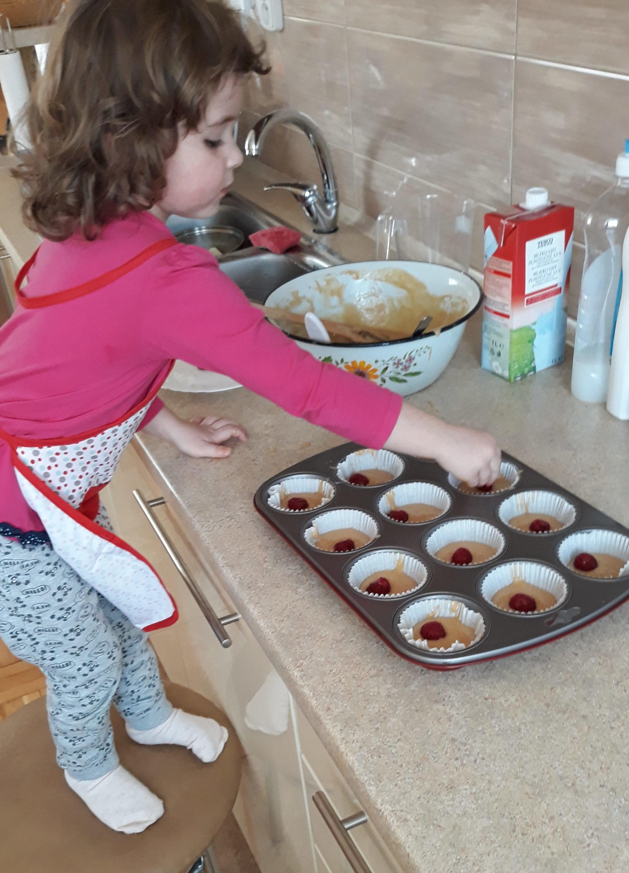 PÚPAVIENKA Timka takto pomáha a pečie koláčiky na Veľkú noc